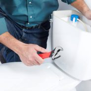 4 Situations When You Need a Plumber to Repair Your Toilet